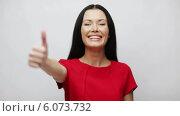 Купить «Young woman with thumbs up», видеоролик № 6073732, снято 11 ноября 2013 г. (c) Syda Productions / Фотобанк Лори