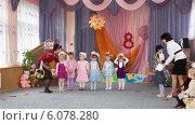 Купить «Театрализованное представление в детском садике», фото № 6078280, снято 6 марта 2012 г. (c) Олег Хархан / Фотобанк Лори
