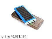 Купить «Солнечная батарея для зарядки мобильного телефона», эксклюзивное фото № 6081184, снято 3 июля 2014 г. (c) Юрий Морозов / Фотобанк Лори