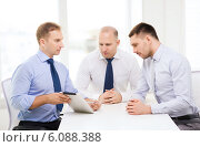 Купить «business team working with tablet pc in office», фото № 6088388, снято 10 мая 2014 г. (c) Syda Productions / Фотобанк Лори
