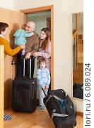 Купить «Family of four coming home», фото № 6089024, снято 19 января 2014 г. (c) Яков Филимонов / Фотобанк Лори