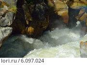 Купить «Бурная горная река в ущелье между скал», фото № 6097024, снято 3 июля 2014 г. (c) александр жарников / Фотобанк Лори