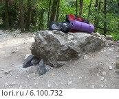 Шуточный памятник скалолазу в румынских горах Кеили Турзий (2009 год). Редакционное фото, фотограф Irina / Фотобанк Лори
