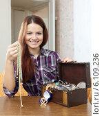 Купить «woman chooses jewelry in chest», фото № 6109236, снято 13 января 2013 г. (c) Яков Филимонов / Фотобанк Лори