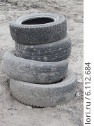 Купить «Шины в пыли», фото № 6112684, снято 29 июня 2014 г. (c) Захарова Татьяна / Фотобанк Лори