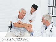 Купить «Happy senior patient and doctor shaking hands», фото № 6123876, снято 21 мая 2018 г. (c) Wavebreak Media / Фотобанк Лори