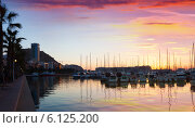 Купить «Port with yachts and embankment in dawn. Alicante», фото № 6125200, снято 15 апреля 2014 г. (c) Яков Филимонов / Фотобанк Лори