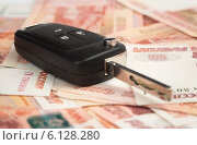Ключи от автомобиля и деньги. Покупка машины. Стоковое фото, фотограф Александр Лычагин / Фотобанк Лори