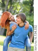 Купить «Man give piggyback ride to girlfriend park», фото № 6134332, снято 19 июня 2014 г. (c) CandyBox Images / Фотобанк Лори