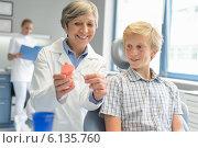 Купить «Dentist show teenage patient teeth dentures nurse», фото № 6135760, снято 22 июня 2014 г. (c) CandyBox Images / Фотобанк Лори