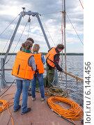 Купить «Студенты на морской геофизической практике», эксклюзивное фото № 6144456, снято 8 июля 2014 г. (c) Алексей Шматков / Фотобанк Лори