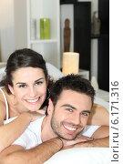 Купить «Young couple cheerful laid in bed», фото № 6171316, снято 2 марта 2010 г. (c) Phovoir Images / Фотобанк Лори