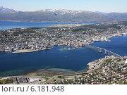 Купить «Вид на Тромсё со смотровой площадки. Норвегия», фото № 6181948, снято 20 июля 2014 г. (c) Людмила Травина / Фотобанк Лори