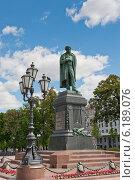 Купить «Памятник Пушкину. Пушкинская площадь. Москва», фото № 6189076, снято 29 июня 2014 г. (c) Екатерина Овсянникова / Фотобанк Лори