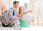 Купить «smiling couple with map and backpack in city», фото № 6189696, снято 7 июля 2014 г. (c) Syda Productions / Фотобанк Лори