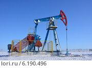 Нефтяная качалка в Башкирии зимой / Oil rocker in Bashkiriya (2012 год). Редакционное фото, фотограф Руслан Юсупов / Фотобанк Лори