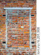 Купить «Заложенный кирпичами проём окна», фото № 6201908, снято 23 июля 2014 г. (c) Ольга Коцюба / Фотобанк Лори