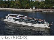 Купить «Плавучая яхта-ресторан Radisson Royal - Бон Вояж идет по Москве-реке», эксклюзивное фото № 6202400, снято 20 июля 2014 г. (c) lana1501 / Фотобанк Лори