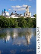 Купить «Серпухов. Высоцкий мужской монастырь», эксклюзивное фото № 6206644, снято 21 июля 2014 г. (c) Яна Королёва / Фотобанк Лори