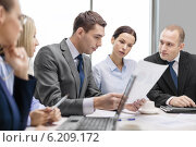 Купить «business team with laptop having discussion», фото № 6209172, снято 9 ноября 2013 г. (c) Syda Productions / Фотобанк Лори