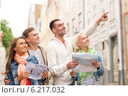 Купить «group of smiling friends with city guide and map», фото № 6217032, снято 14 июня 2014 г. (c) Syda Productions / Фотобанк Лори