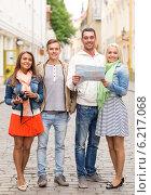 Купить «group of smiling friends with map and photocamera», фото № 6217068, снято 14 июня 2014 г. (c) Syda Productions / Фотобанк Лори