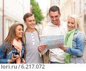 Купить «group of smiling friends with map and photocamera», фото № 6217072, снято 14 июня 2014 г. (c) Syda Productions / Фотобанк Лори