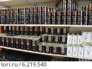 Купить «Оливковое масло в одном из магазинов Греции», эксклюзивное фото № 6219540, снято 14 июля 2014 г. (c) Алексей Гусев / Фотобанк Лори