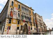 Купить «Красивые дома на берегу Гранд канала в Венеции. Италия», фото № 6220320, снято 4 ноября 2013 г. (c) Евгений Ткачёв / Фотобанк Лори