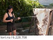 Купить «Женщина моет ковёр мойкой высокого давления», фото № 6228708, снято 3 августа 2014 г. (c) WalDeMarus / Фотобанк Лори