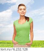 Купить «smiling young woman in blank green t-shirt», фото № 6232128, снято 1 июня 2013 г. (c) Syda Productions / Фотобанк Лори