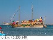 Парад катеров и яхт в Геленджике на празднике «День города» 26 июля 2014 года. Редакционное фото, фотограф Ерохин Валентин / Фотобанк Лори