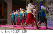 Купить «Танец с чашками, Камбоджа», видеоролик № 6234828, снято 26 февраля 2014 г. (c) pzAxe / Фотобанк Лори