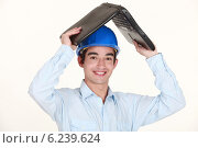 Купить «Engineer covering his head with a laptop», фото № 6239624, снято 12 апреля 2011 г. (c) Phovoir Images / Фотобанк Лори
