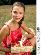 Купить «Girl eating strawberries on the meadow in the summer», фото № 6240248, снято 14 декабря 2018 г. (c) BE&W Photo / Фотобанк Лори