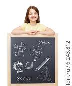 Купить «smiling girl with blackboard», фото № 6243812, снято 30 апреля 2014 г. (c) Syda Productions / Фотобанк Лори