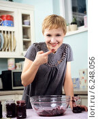Купить «Young woman in the kitchen», фото № 6248056, снято 22 октября 2018 г. (c) BE&W Photo / Фотобанк Лори