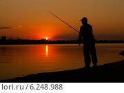 Рыбак на закате. Стоковое фото, фотограф Артем Шутов / Фотобанк Лори