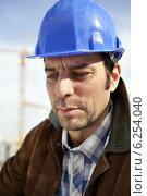 Купить «Building constultant on site», фото № 6254040, снято 30 октября 2009 г. (c) Phovoir Images / Фотобанк Лори