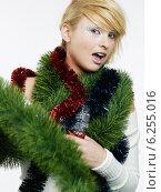 Купить «Portrait of a blonde girl with Christmas chains.», фото № 6255016, снято 20 февраля 2019 г. (c) BE&W Photo / Фотобанк Лори
