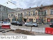 Купить «Реконструкция Покровки в Москве», эксклюзивное фото № 6257720, снято 30 июня 2014 г. (c) lana1501 / Фотобанк Лори