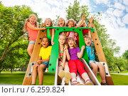 Веселые дети играют на детской площадке в солнечный летний день в парке, фото № 6259824, снято 24 февраля 2017 г. (c) Сергей Новиков / Фотобанк Лори