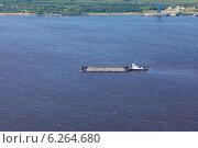 Купить «Большая река, буксир-толкач и баржа, вид сверху», фото № 6264680, снято 31 июля 2013 г. (c) Владимир Мельников / Фотобанк Лори