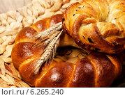 Купить «Свежий домашний хлеб с пшеницей», фото № 6265240, снято 6 августа 2011 г. (c) ElenArt / Фотобанк Лори