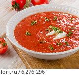 Купить «Fresh tomato soup», фото № 6276296, снято 24 июля 2014 г. (c) Tatjana Baibakova / Фотобанк Лори