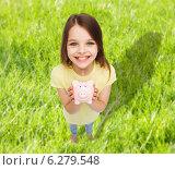 Купить «beautiful little girl with piggy bank», фото № 6279548, снято 30 апреля 2014 г. (c) Syda Productions / Фотобанк Лори