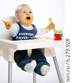Купить «Little boy while eating and sitting in a highchair.», фото № 6279928, снято 24 мая 2019 г. (c) BE&W Photo / Фотобанк Лори