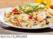 Купить «Pasta with shrimps and mushrooms», фото № 6284604, снято 15 августа 2018 г. (c) BE&W Photo / Фотобанк Лори