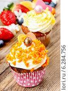 Купить «Beautiful cupcakes decorated with orange sprinkles», фото № 6284756, снято 23 марта 2019 г. (c) BE&W Photo / Фотобанк Лори