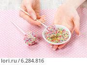 Купить «Decorating cake pops with colorful sprinkles», фото № 6284816, снято 23 марта 2019 г. (c) BE&W Photo / Фотобанк Лори